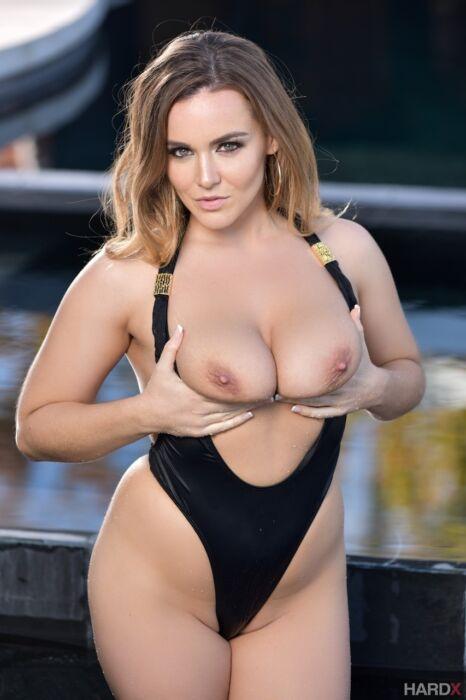 Actriz Porno Natasha Nice natasha nice te espera en hardx para su dura follada en el